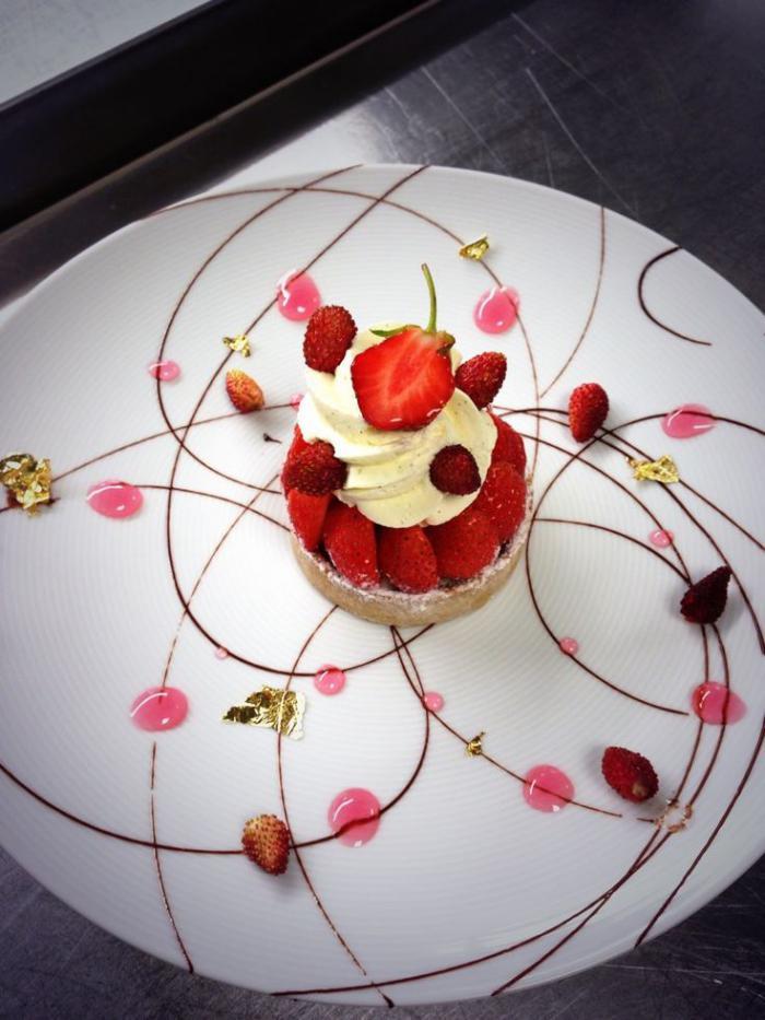 assiette-gastronomique-présentation-de-dessert