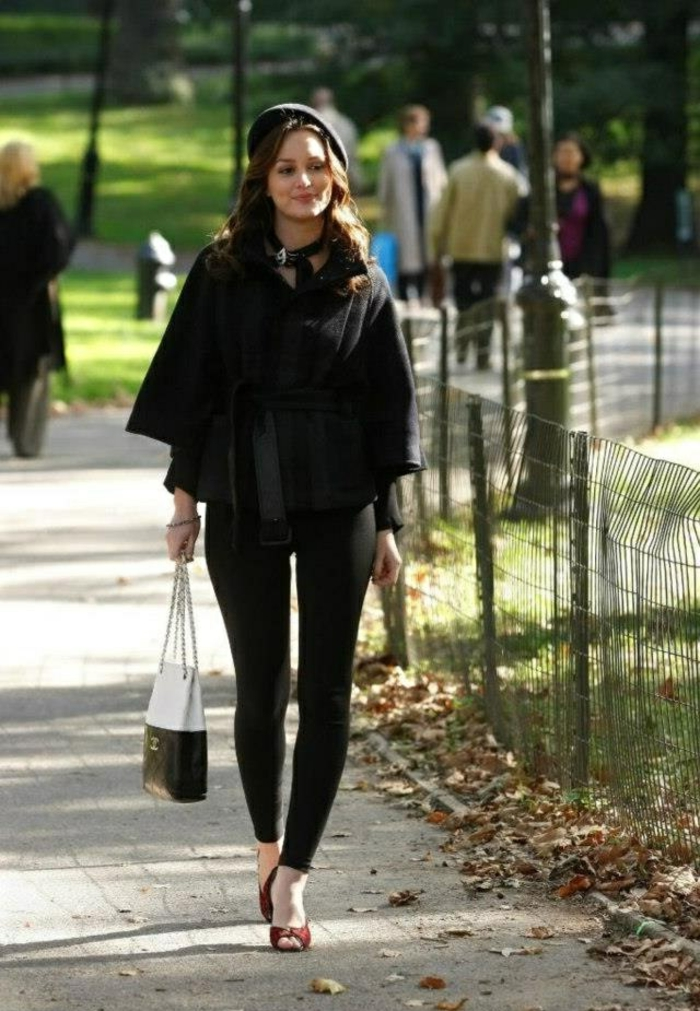 béret-casquette-noir-pour-les-filles-ultra-chic-manteau-noir-cheveux-marrons-pantalon-noir