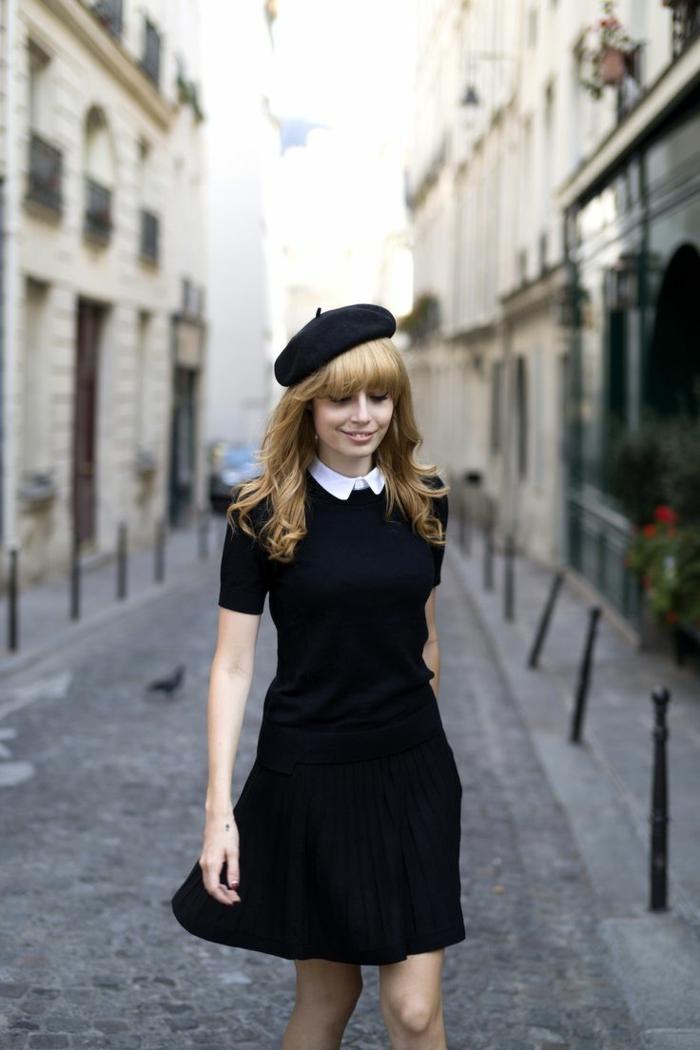 béret-lacoste-noir-béret-noir-pour-les-filles-avec-cheveux-blonds-robe-noire