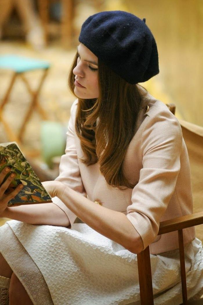 béret-pas-cher-noir-femme-moderne-jupe-mi-longue-blanche-femme-cheveux-marrons