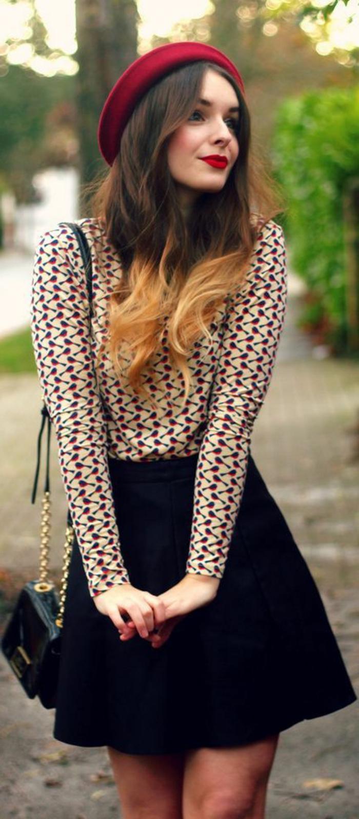 béret-rouge-cheveux-longs-chemise-colorés-ombre-levres-rouges