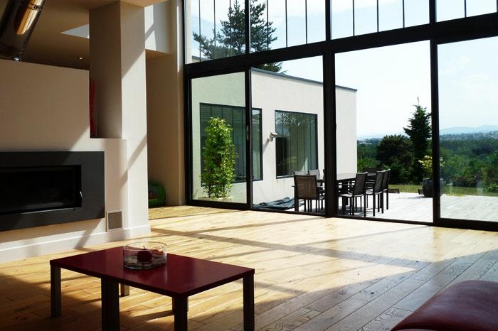 baie-vitrée-coulissante-idée-pour-déco-avec-grand-fenetre-maison-fenetre-architecture-extraordinaire