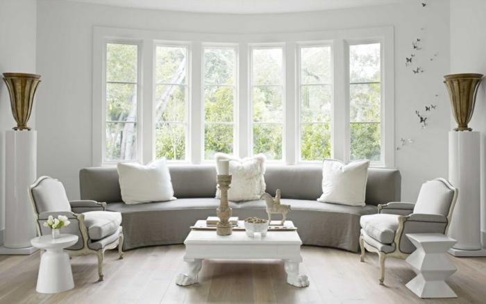 baie-vitrée-fixe-ou-porte-fenetre-maison-contemporaine-chambre-blanche-canapé-gris