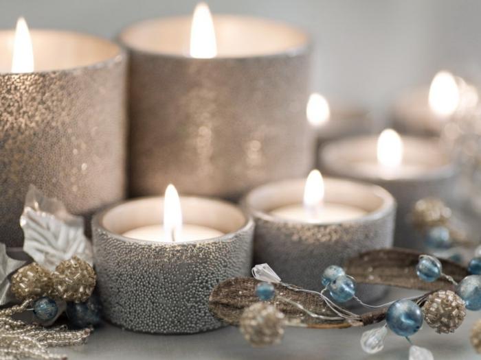 belle-bougie-de-noël-couronne-de-noel-hiver-inspiration-bougies-argentée-noel