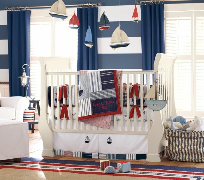 belle-idée-déco-chambre-bébé-tableau-meuble-lit-oreiller-joli
