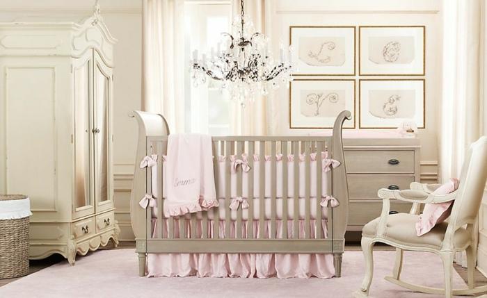belle-idée-déco-chambre-bébé-tableau-meuble-lit-oreiller-mignon