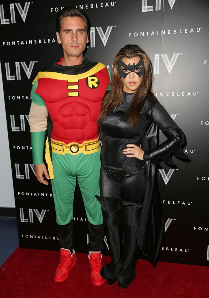 belle-idée-déguisement-d-halloween-femme-adulte-une-couple-heureuse