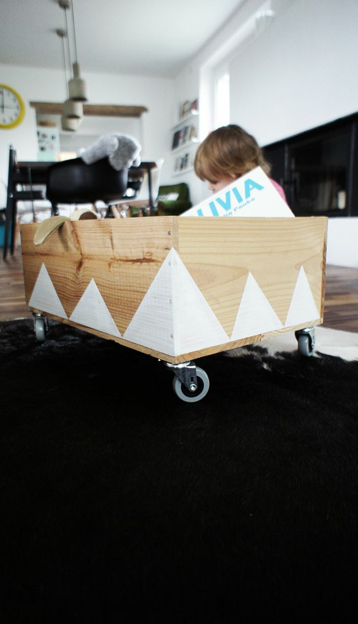bibliothèque-enfant-coffre-en-bois-bébé-meubles-belle-idée-originale-diy-coffre-jouets