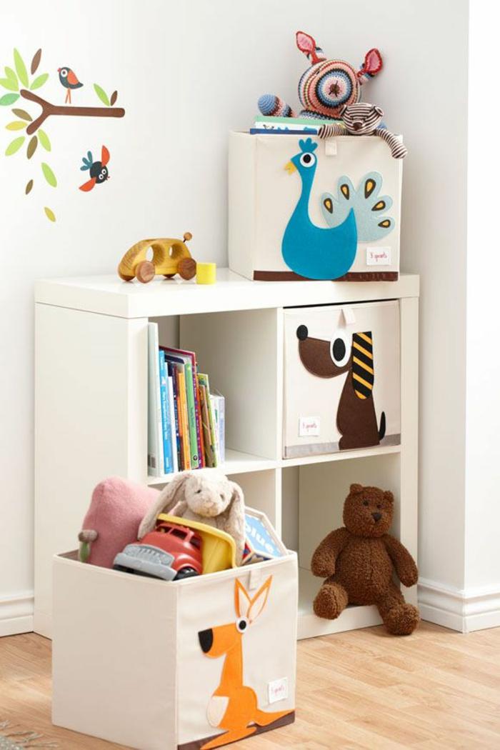 bibliothèque-enfant-coffre-en-bois-bébé-meubles-en-blanc