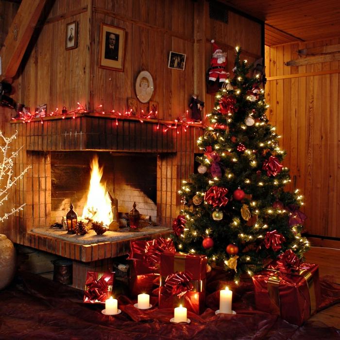 bougies-de-noel-couronne-de-noël-originale-maison-cheminée