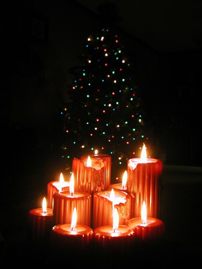 bougies-de-noel-couronne-de-noël-originale-sapin-décoré