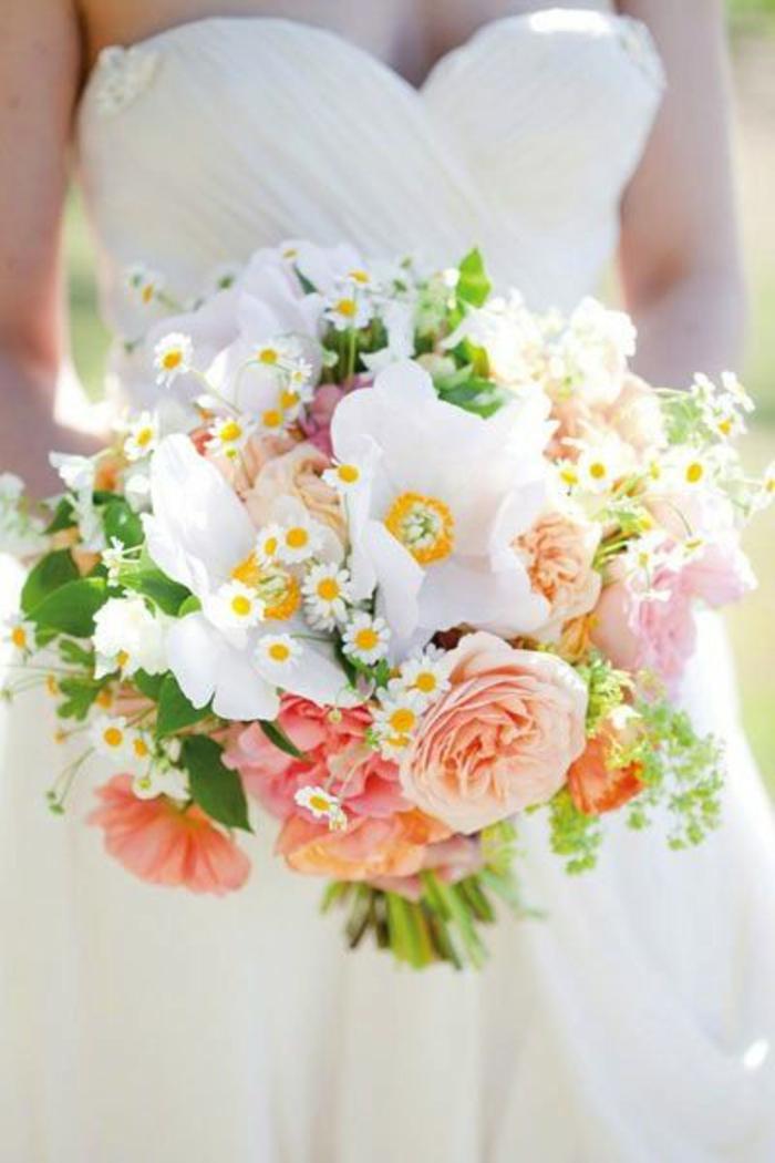 bouquet-champetre-avec-fleurs-champetres-pour-le-jour-de-votre-mariage-avec-robe-blanche