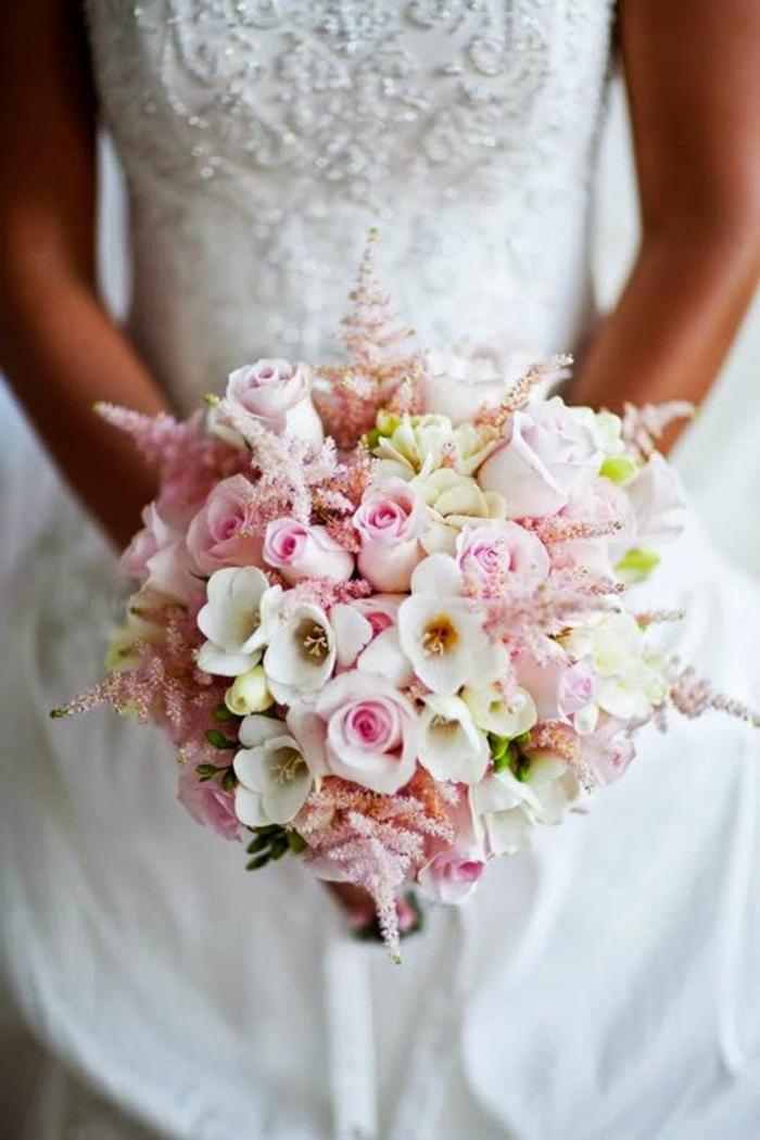 bouquet-mariée-bouquet-champetre-pour-le-jour-de-mariee-robr-blanche-bouquet-mariée-original