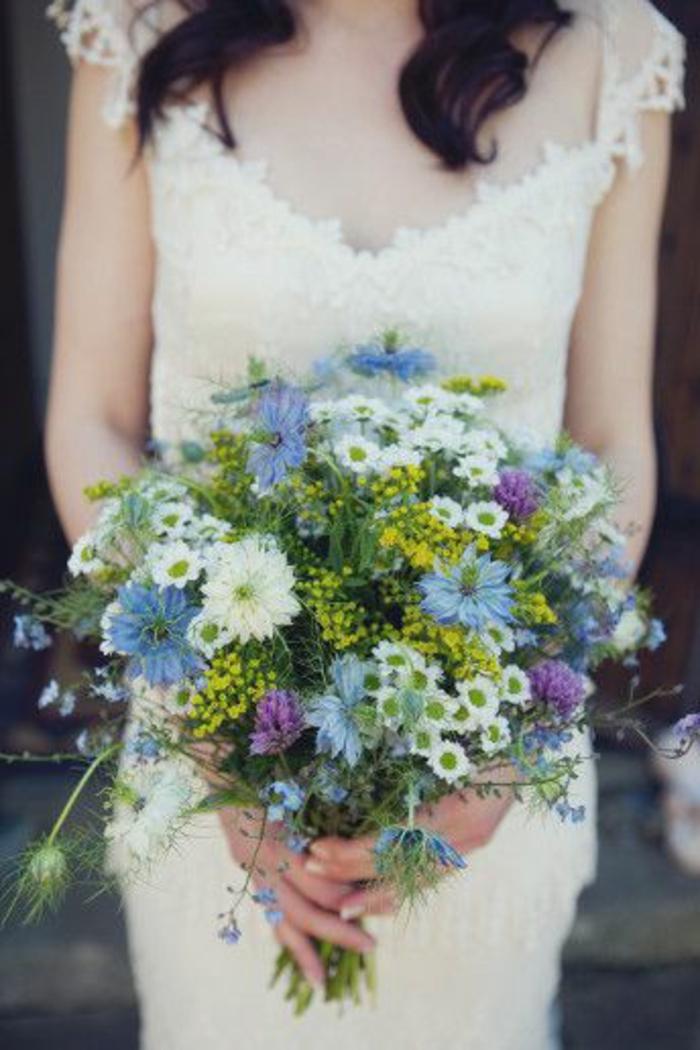 bouquet-mariée-original-bouquet-mariée-fleurs-champetres-bouquet-mariee-robe-blanche