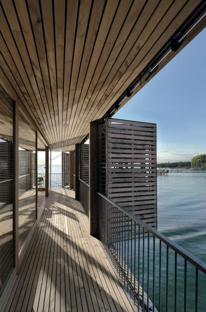 brise-soleil-accordéon-grande-terrasse-au-dessus-de-l'eau