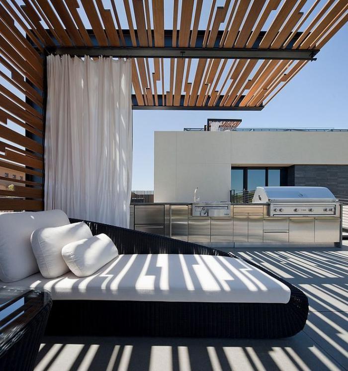 brise-soleil-contemporain-un-lit-extérieur-élégant