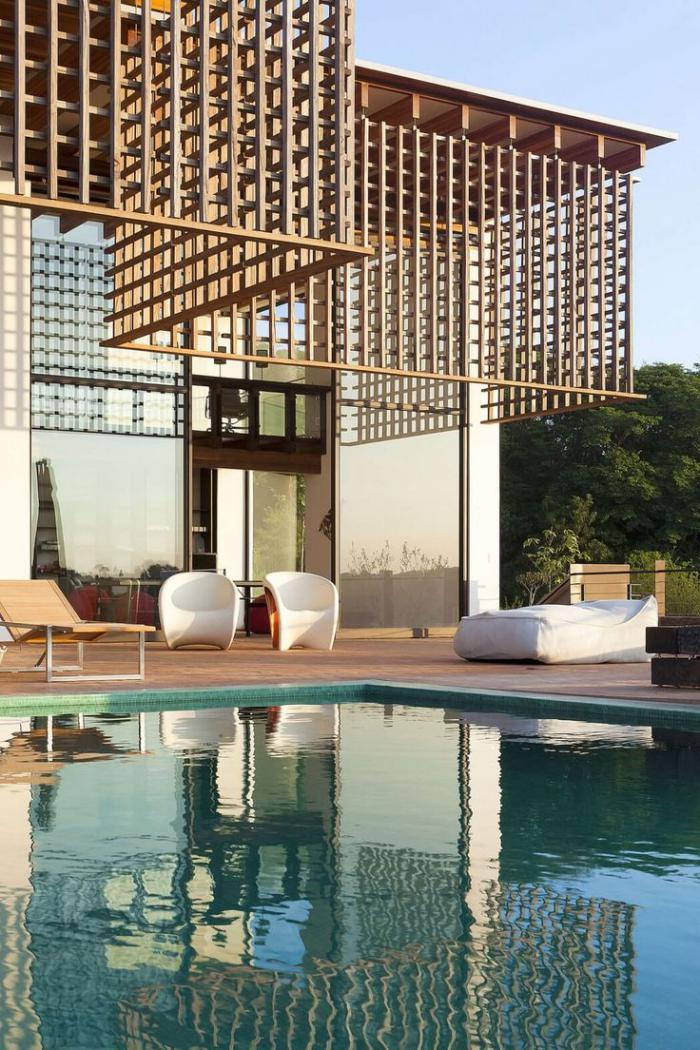 brise soleil maison un brisesoleil en bton ajour recouvre la terrasse ct ouest with brise. Black Bedroom Furniture Sets. Home Design Ideas