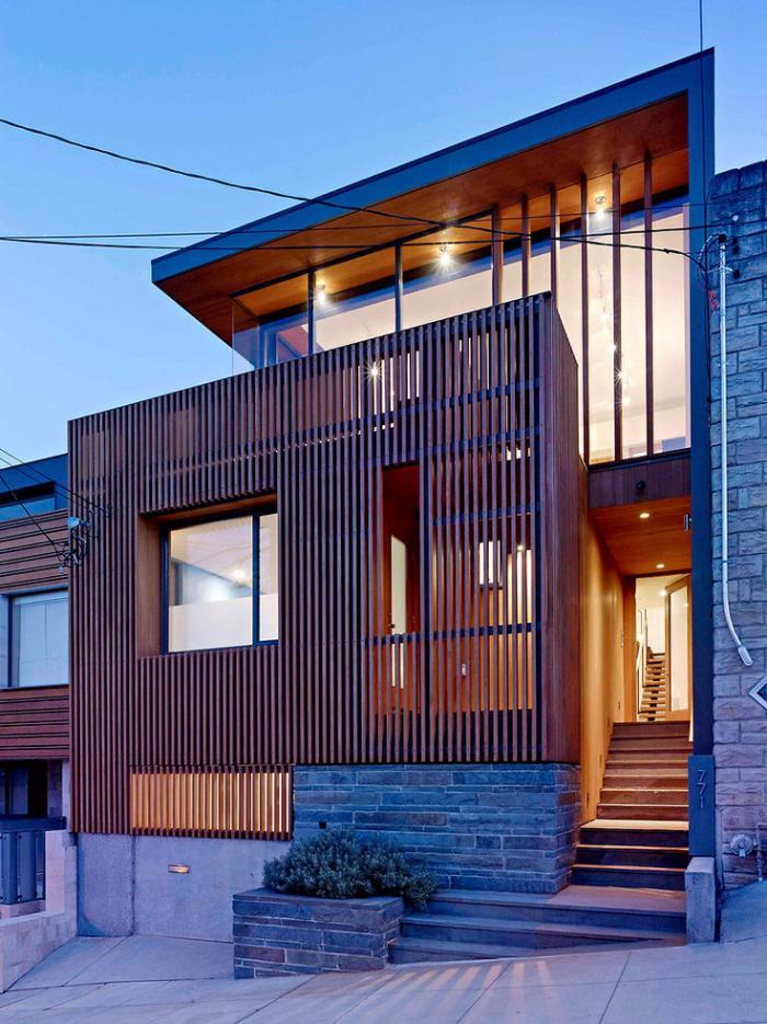 brise-soleil-façade-moderne-avec-brise-soleil-en-lattes-de-bois