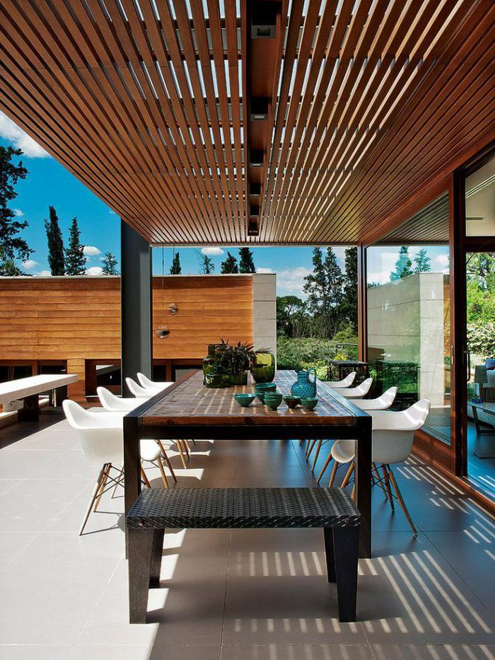 brise-soleil-pergola-moderne-véranda-de-maison-contemporaine
