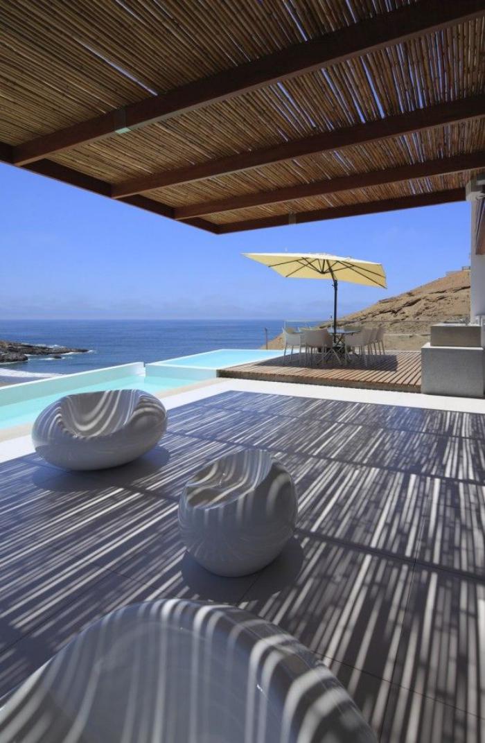brise-soleil-rustique-terrasse-près-de-la-plage
