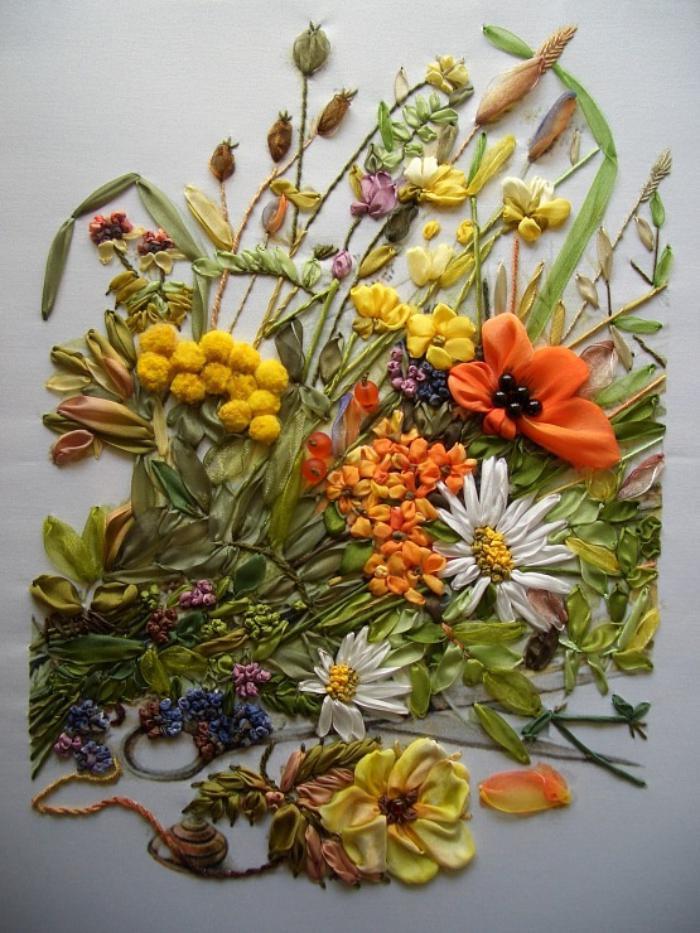 broderie-au-ruban-beau-bouquet-de-fleurs-et-d'herbes