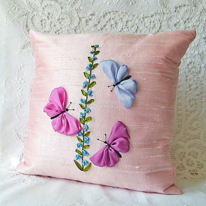 broderie-au-ruban-coussin-rose-sentimental