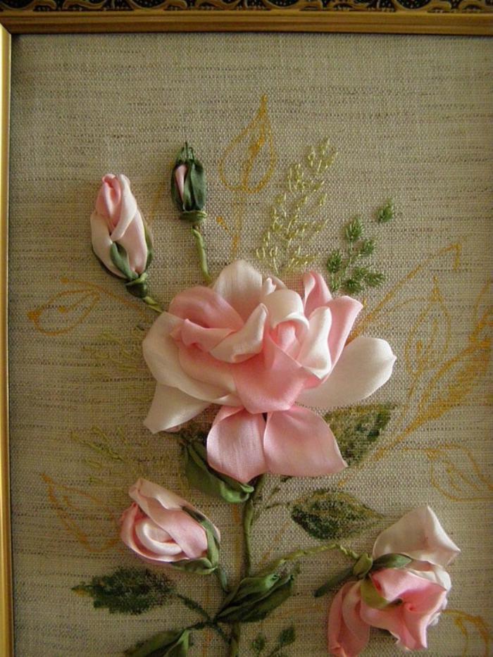broderie-au-ruban-jolie-rose-réalistique