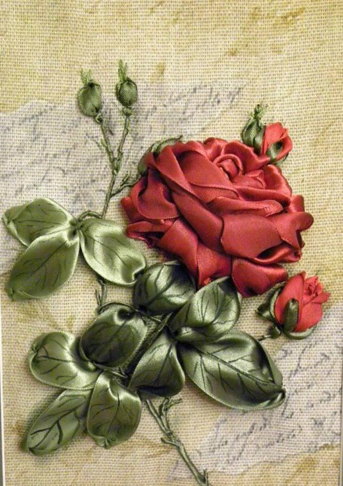 broderie-au-ruban-motif-floral-vintage