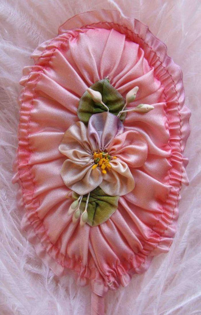 broderie-au-ruban-romantique-en-rose
