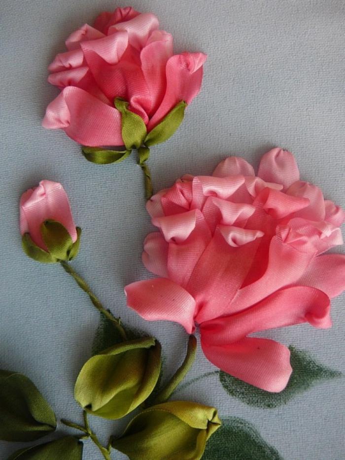 broderie-au-ruban-roses-fleuries-splendides