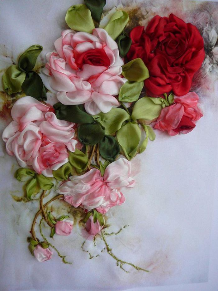 broderie-au-ruban-roses-magnifique-broderie-réaliste-superbe