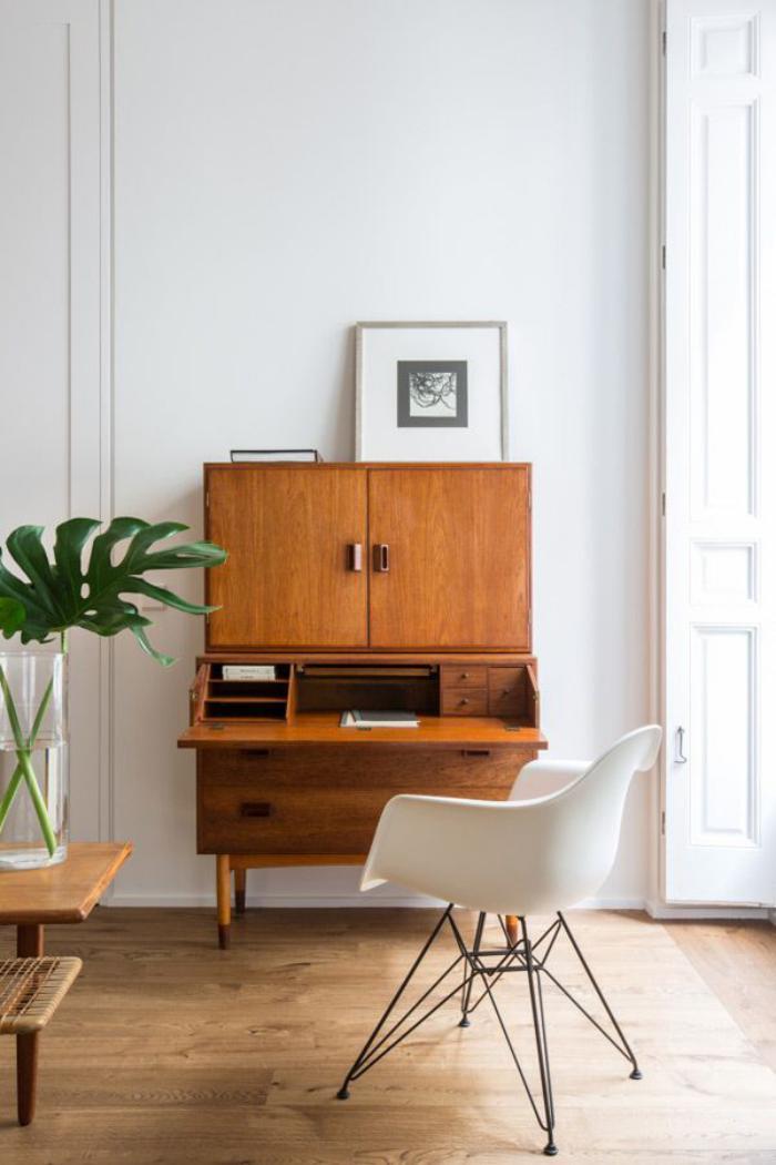 bureau-secrétaire-secrétaire-en-bois-et-chaise-blanche