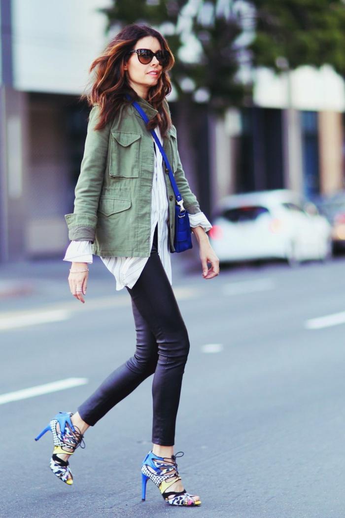 canadienne-veste-femme-vert-militaire-veste-chaussures-à-talons-hautes