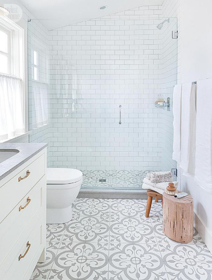 carreaux-de-ciment-salle-de-bain-élégante-mariage-des-matières