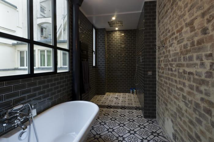 carreaux-de-ciment-salle-de-bain-baignoire-et-douche-à-l'italienne