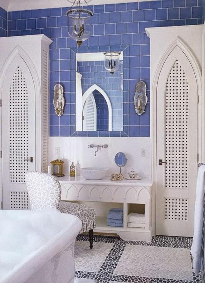 carrelage-adhesif-mural-bleu-foncé-sol-en-mosaique-blanc-et-noir-sol-en-mosaique-blanc-gris
