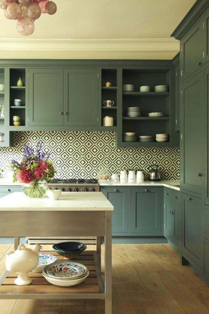 carrelage-adhesif-mural-pour-la-cuisine-avec-un-intérieur-retro-chic-classique-meubles-gris