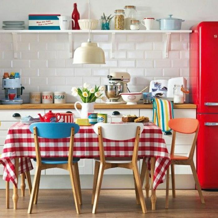 carrelage-mural-castorama-blanc-pour-la-cuisine-bien-aménagée-meubles-de-cuisine