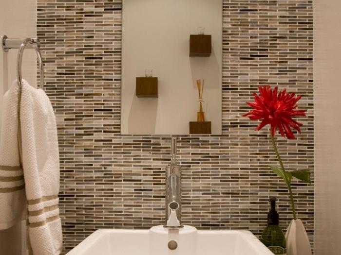 carrelage-salle-de-bain-carrelage-mural-salle-de-bain-fleur-rouge