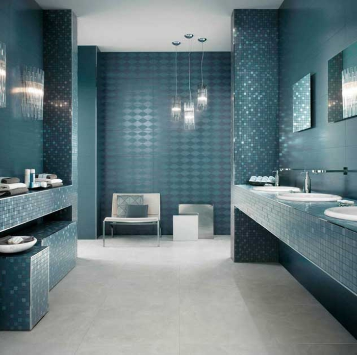 carrelage-sol-salle-de-bain-aménagement-luxueuse-mosaique-en-bleu
