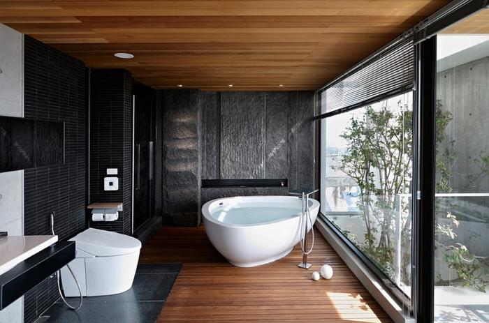 carrelage-sol-salle-de-bain-aménagement-luxueuse-triangle-baignoire-carrelagenoir