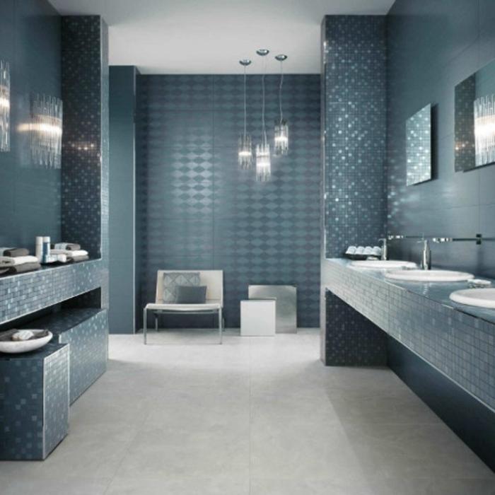 carrelages-salle-de-bain-belle-douche-baignoire-menage-bleu