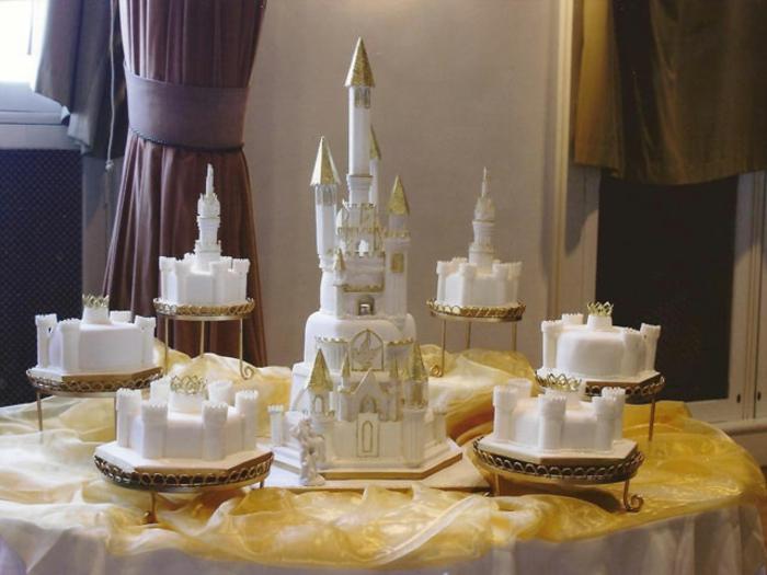 ... en blanc – le gâteau château décoré comme gâteau de mariage