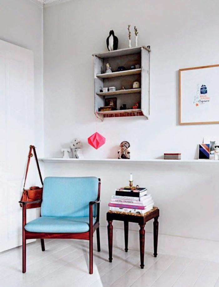 chaise-scandinave-avec-matelas-bleu-ciel-meubles-scandinaves