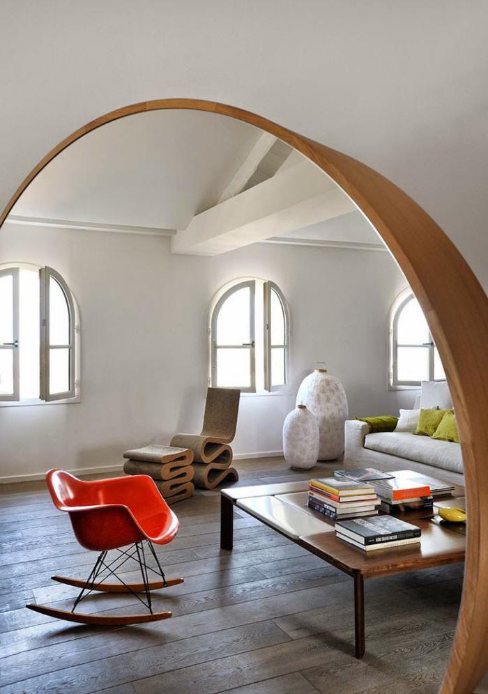 chaise-scandinave-bois-et-plastique-et-table-carrée-bois-architecture-originale