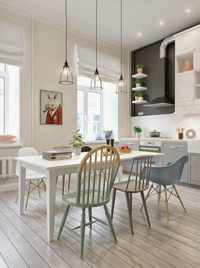chaise-scandinave-cuisine-avec-plusieurs-chaises-scandinaves