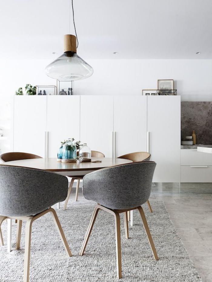 chaise-scandinave-espace-intérieur-élégant-chaises-bois-et-tissu