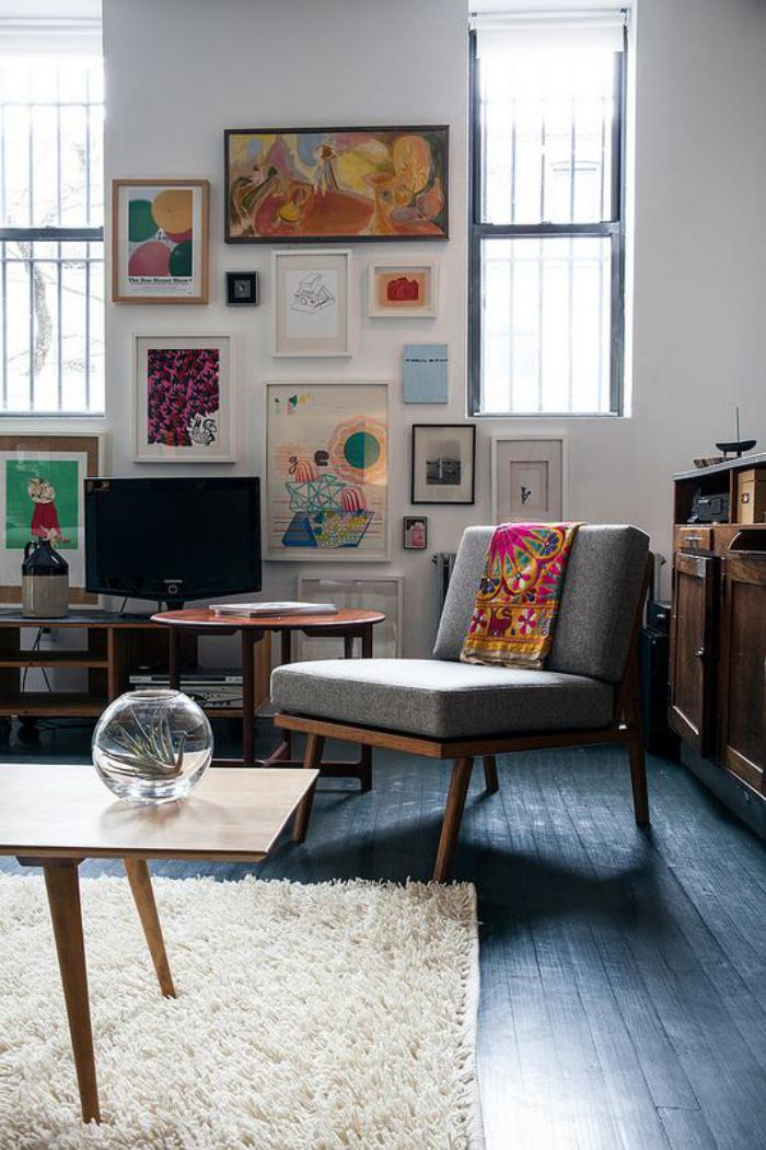 chaise-scandinave-grand-fauteuil-style-mid-century-et-table-vintage