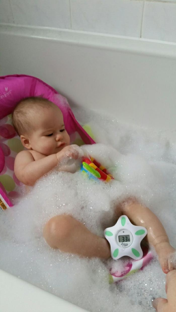chambre-bébé-thermometre-electronique-bebe-heureux