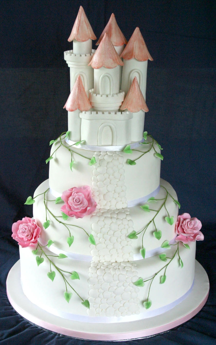 chateau-gateau-mariage-jardin-belle-idée-avec-roses